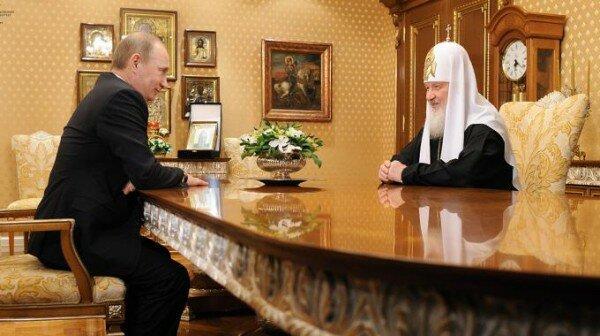 Президент России Владимир Путин и Патриарх Русской Православной церкви Кирилл в интерьере мебели Джумбо