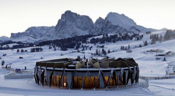 Alpina Dolomites зимой