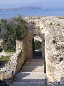 "Сирмионе, раскопки ""Grotta Catullo"""