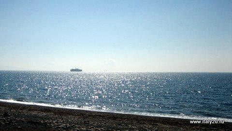 Черный песок на пляжах Эльбы